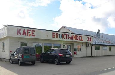 Bilde av brukthandel og kafé i Strengelvåg